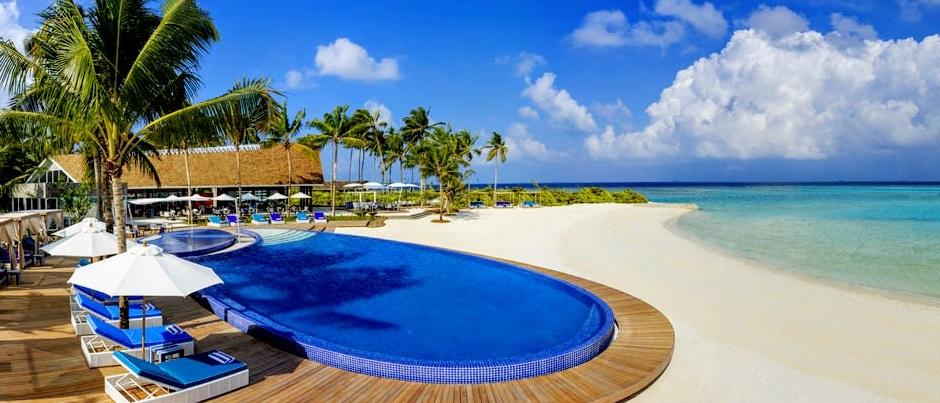 BLU-Pool-and-Beach-Huvafen-Fushi-Maldives-Per-AQUUM-Resort-1